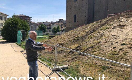 VOGHERA 07/05/2021: Giardini di piazza Castello. Rivoluzione (anti maleducati) nel verde… e l'ipotesi shock della Soprintendenza della chiusura con una cancellata