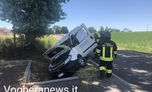 TORRAZZA COSTE 24/06/2021: Auto fuori strada lungo la via Emilia