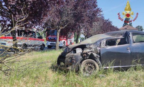 RIVANAZZANO 28/06/2021: Auto esce di strada e si ribalta nel campo. Due i feriti