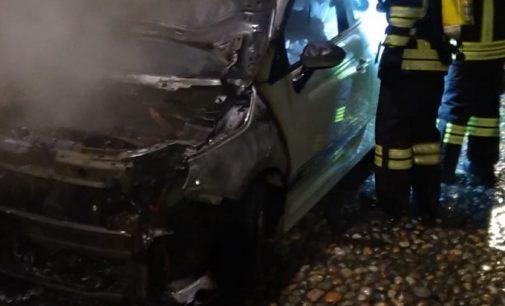 SANTA CRISTINA CASORATE 26/06/2021: Auto in fiamme sulla Sp412 con dentro il guidatore. Gravissimo un 35enne