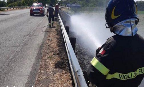 VOGHERA CASTEGGIO 29/06/2021: Incendi vicino alle strade. Super lavoro per i Pompieri e pericoli per la circolazione