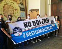 VOGHERA 10/07/2021: Striscione anti DdlZan di FdI dentro al Comune. Il Pd insorge: Propaganda politica fatta in modo scorretto