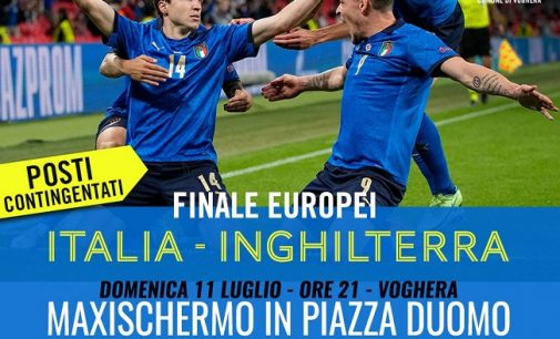 VOGHERA 08/07/2021: Domenica Maxischermo in piazza Duomo per la finale europea Italia-Inghilterra. Schermo anche a Codevilla