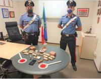MEDE 16/07/2021: Gli brucia l'auto. I carabinieri arrivano e lo arrestano per detenzione e spaccio di droga. In casa aveva 4kg di hashish