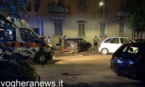 VOGHERA 04/07/2021: Uscita di strada nella notte in città. Due feriti portati al Policlinico