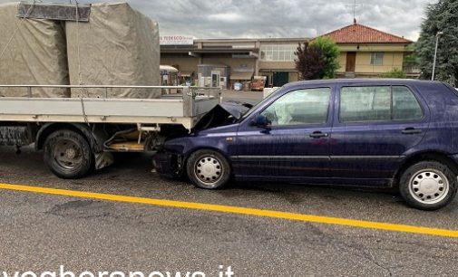 RETORBIDO 08/07/2021: Auto finisce sotto al camion. Ferito un pensionato vogherese