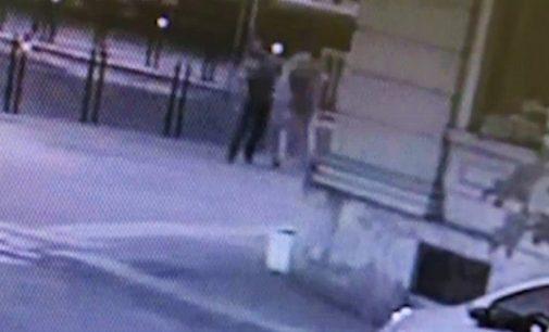 VOGHERA 22/07/2021: Tragedia di piazza Meardi. Spunta il video degli attimi precedenti lo sparo. L'assessore viene avvicinato riceve un pugno e poi cade