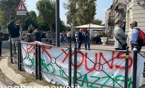VOGHERA 13/09/2021: Delitto di piazza Meardi (FOTO VIDEO). Oggi il sopralluogo dei carabinieri del Ris. Ancora scontri fra avvocati sul proiettile usato il 20 luglio da Adriatici. Il nodo delle telecamere